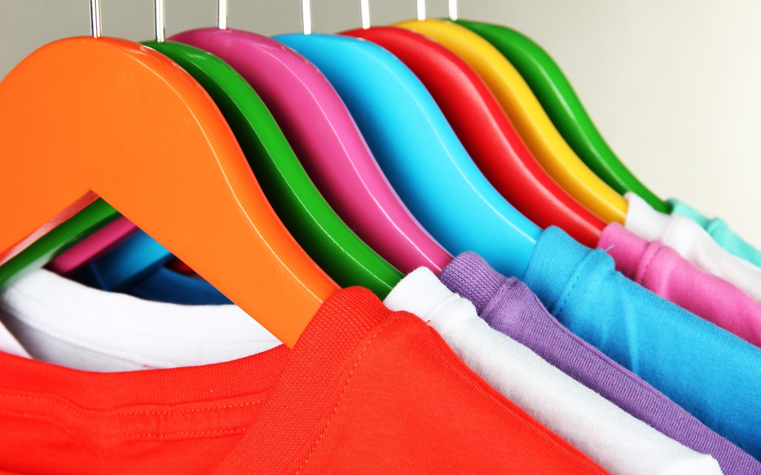Цветные вешалки