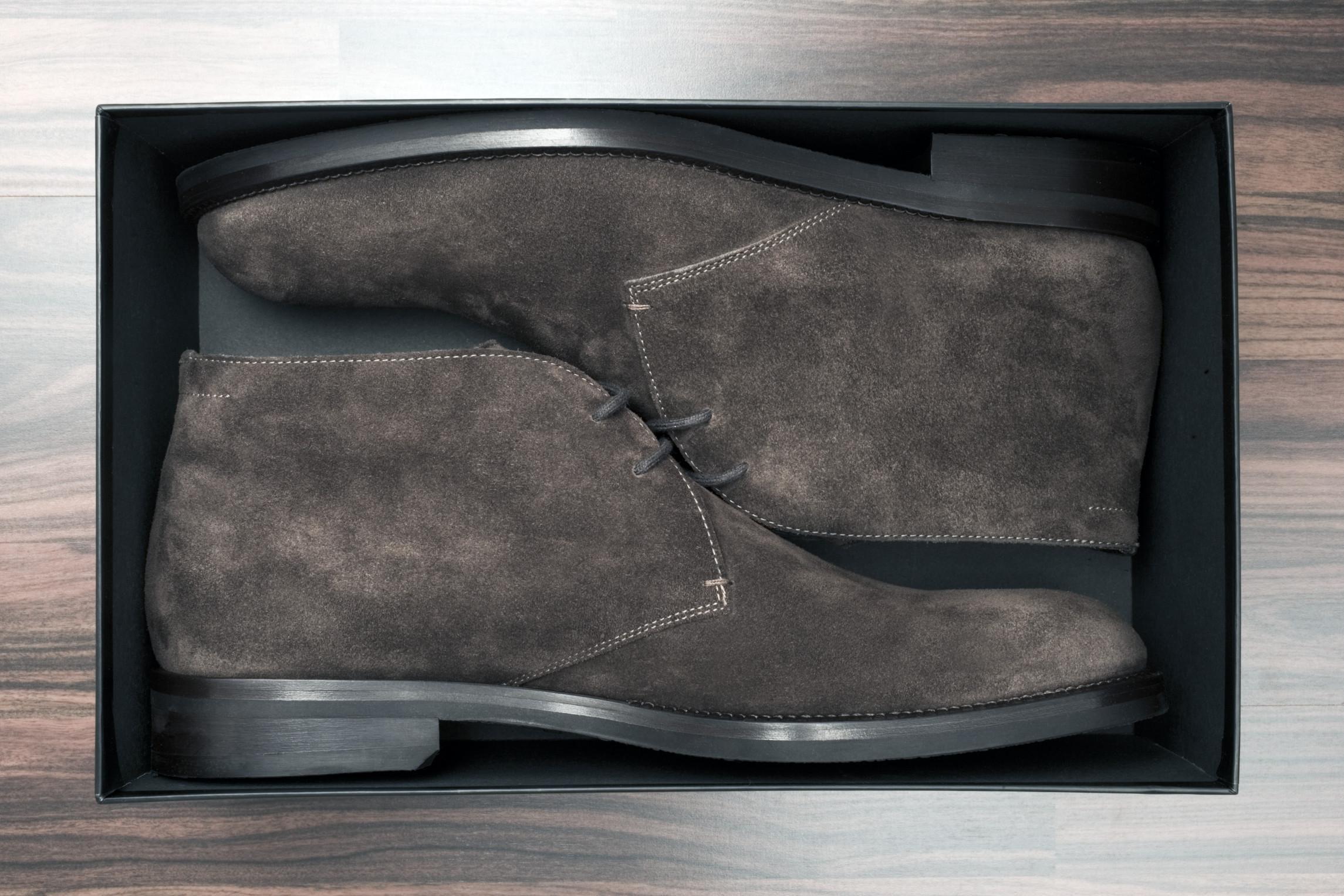Обувь из велюра в коробке