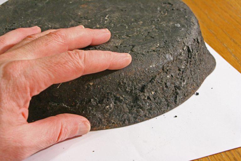 Чистка нагара и жира на сковороде в домашних условиях