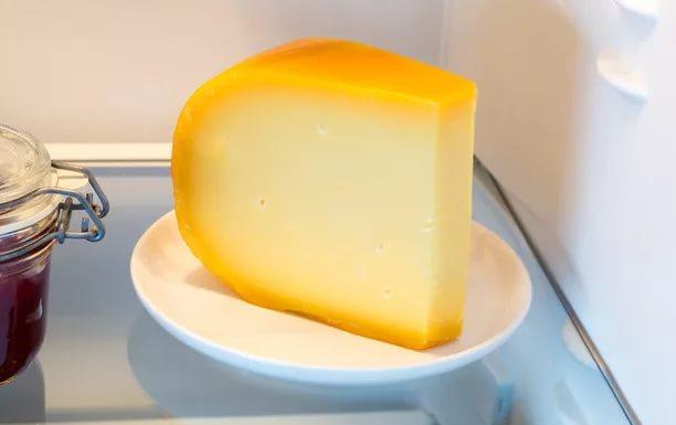 Холодильник с сыром