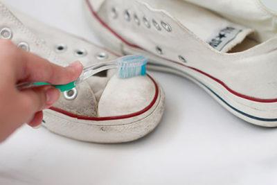 Как стирать кроссовки правильно, вручную?