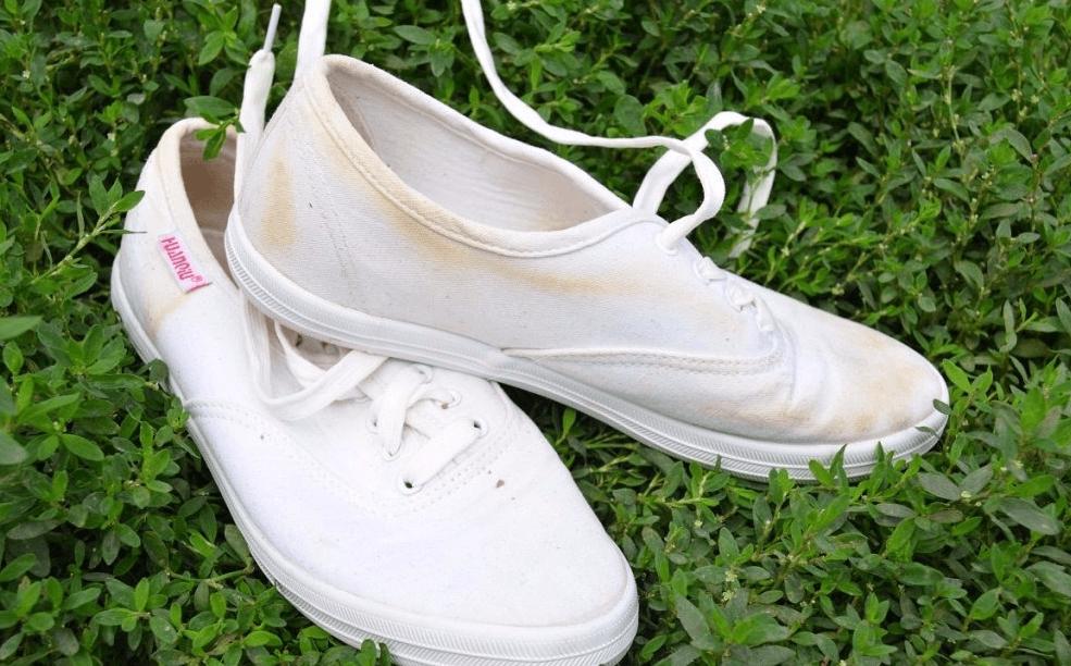 6117caa32 Как почистить белые кроссовки: в домашних условиях, от въевшейся грязи?