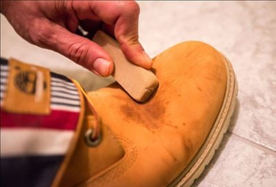 Как почистить обувь из нубука в домашних условиях?