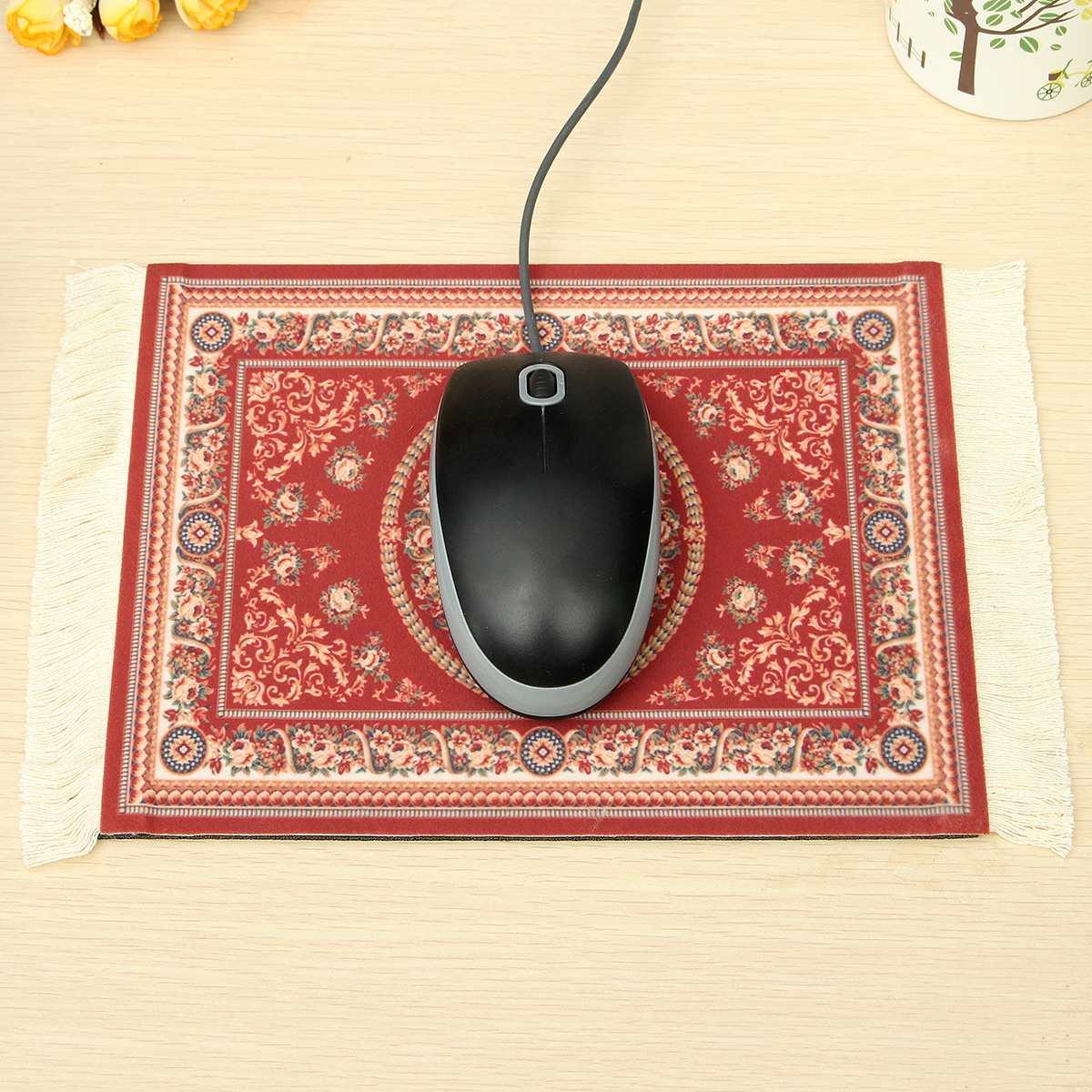Мышка на персидском ковре