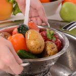 Помыть овощи для супа