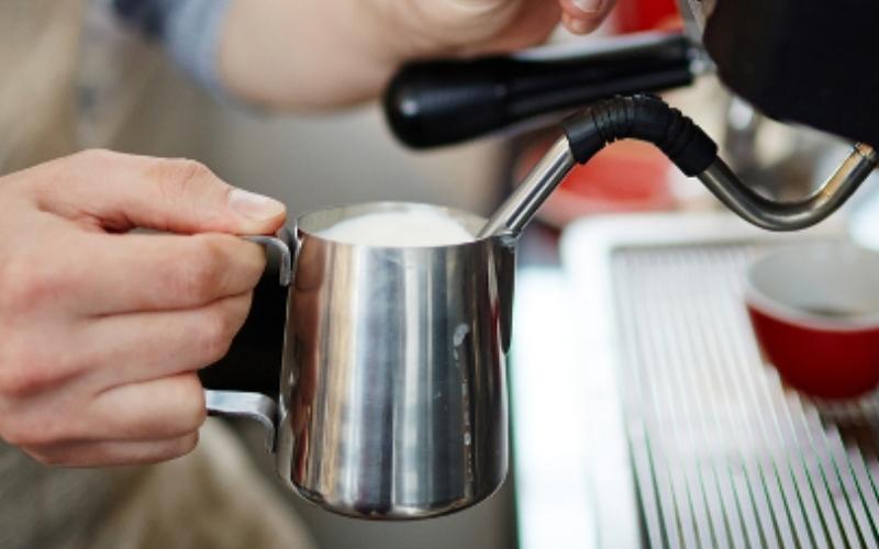 Как очистить вспениватель молока в автоматической кофемашине?